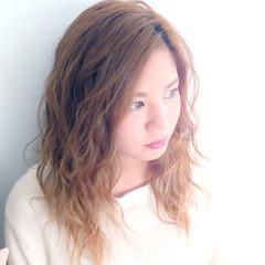 透明感 フェミニン カール セミロング ヘアスタイルや髪型の写真・画像
