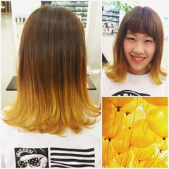 ストリート ミディアム ダブルカラー イエロー ヘアスタイルや髪型の写真・画像