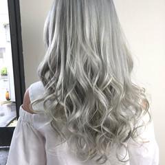 ブリーチ ホワイト モード シルバー ヘアスタイルや髪型の写真・画像