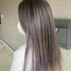 ミルクティーベージュ バレイヤージュ 最新トリートメント ナチュラル ヘアスタイルや髪型の写真・画像