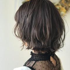 オフィス 涼しげ ミディアム フェミニン ヘアスタイルや髪型の写真・画像