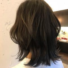 外ハネ ウルフカット ウェーブ ナチュラル ヘアスタイルや髪型の写真・画像