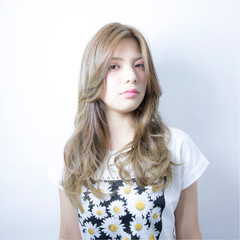 大人かわいい 外国人風 アッシュ ロング ヘアスタイルや髪型の写真・画像