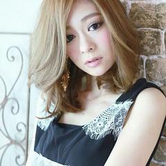 外国人風 フェミニン ミディアム ハイライト ヘアスタイルや髪型の写真・画像