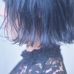 ショートヘア フェミニン 切りっぱなしボブ ボブ ヘアスタイルや髪型の写真・画像