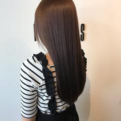 ナチュラル ロング ツヤ髪 ダークグレー ヘアスタイルや髪型の写真・画像