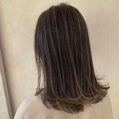 バレイヤージュ セミロング エアータッチ ハイライト ヘアスタイルや髪型の写真・画像