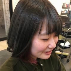 レッド インナーカラー ナチュラル ボブ ヘアスタイルや髪型の写真・画像