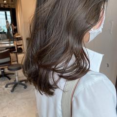 透明感カラー 暗髪 アッシュグレージュ ミディアム ヘアスタイルや髪型の写真・画像