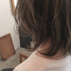 外ハネ レイヤーカット ミディアム ストリート ヘアスタイルや髪型の写真・画像
