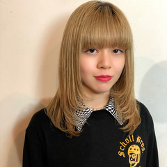 ハイトーンカラー ミルクティーベージュ ブロンドカラー フェミニン ヘアスタイルや髪型の写真・画像