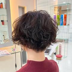 パーマ ショートボブ モード ランダムカール ヘアスタイルや髪型の写真・画像
