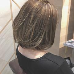 外国人風 アッシュ センターパート ハイライト ヘアスタイルや髪型の写真・画像