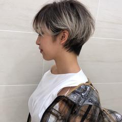 ハンサムショート マッシュショート ナチュラル ホワイトシルバー ヘアスタイルや髪型の写真・画像