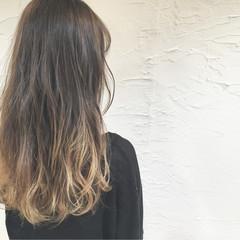 波ウェーブ イルミナカラー ハイトーン ストリート ヘアスタイルや髪型の写真・画像