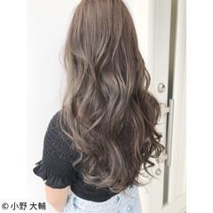 秋 アッシュベージュ ロング アッシュ ヘアスタイルや髪型の写真・画像