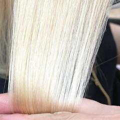 プラチナブロンド ミディアム ホワイトブリーチ ブロンド ヘアスタイルや髪型の写真・画像