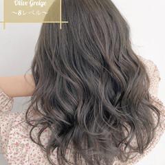 ロング オリーブグレージュ グレージュ 透明感カラー ヘアスタイルや髪型の写真・画像