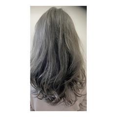 ミディアム 外国人風カラー モード アッシュグレー ヘアスタイルや髪型の写真・画像