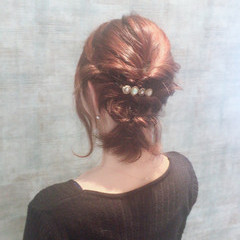フェミニン ツイスト ヘアアレンジ ミディアム ヘアスタイルや髪型の写真・画像