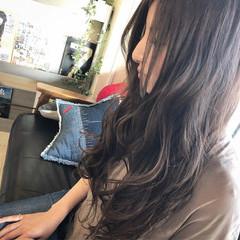 アッシュ グレー ロング ハイライト ヘアスタイルや髪型の写真・画像