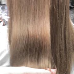 ブリーチオンカラー ミルクティーベージュ ベージュ セミロング ヘアスタイルや髪型の写真・画像