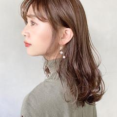 アンニュイほつれヘア ナチュラルベージュ セミロング 大人かわいい ヘアスタイルや髪型の写真・画像