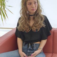 アッシュ フェミニン ロング オン眉 ヘアスタイルや髪型の写真・画像