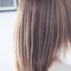 3Dハイライト アッシュグレージュ ナチュラル セミロング ヘアスタイルや髪型の写真・画像