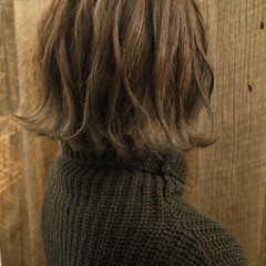 外ハネボブ ハイライト フェミニン ミルクティーベージュ ヘアスタイルや髪型の写真・画像