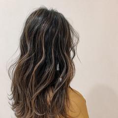 ハイライト バレイヤージュ グラデーションカラー セミロング ヘアスタイルや髪型の写真・画像