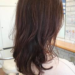 無造作パーマ ロング ピンクカラー 透明感カラー ヘアスタイルや髪型の写真・画像