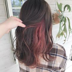 フェミニン インナーカラー カシスレッド チェリーレッド ヘアスタイルや髪型の写真・画像
