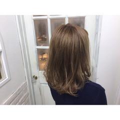 ハイトーン ベージュゴールド ダブルカラー 大人かわいい ヘアスタイルや髪型の写真・画像