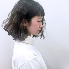 暗髪 波ウェーブ グレー ガーリー ヘアスタイルや髪型の写真・画像