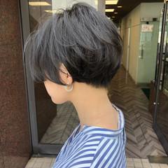 簡単スタイリング グレージュ ショートボブ ナチュラル ヘアスタイルや髪型の写真・画像