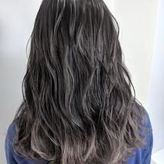グレージュ ウェーブ ロング グラデーションカラー ヘアスタイルや髪型の写真・画像