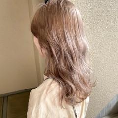 ピンクベージュ ミルクティーベージュ シアーベージュ ブリーチ ヘアスタイルや髪型の写真・画像