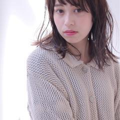 斜め前髪 オフィス ミディアム 女子会 ヘアスタイルや髪型の写真・画像