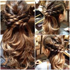 ゆるふわ 三つ編み モテ髪 グラデーションカラー ヘアスタイルや髪型の写真・画像