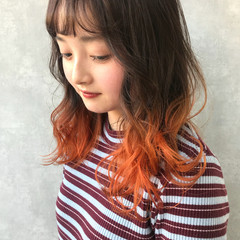 オレンジカラー グラデーション ヘアカラー セミロング ヘアスタイルや髪型の写真・画像