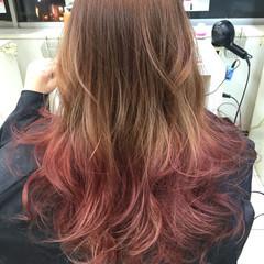 グラデーションカラー フェミニン ロング 巻き髪 ヘアスタイルや髪型の写真・画像