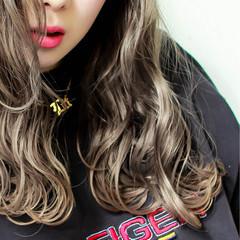 ロング アッシュ グレージュ ストリート ヘアスタイルや髪型の写真・画像