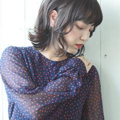 ミディアム フェミニン デート ウェーブ ヘアスタイルや髪型の写真・画像