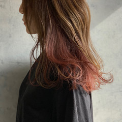 インナーカラーグレージュ インナーカラー赤 インナーカラーレッド インナーカラー ヘアスタイルや髪型の写真・画像