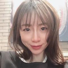 フェミニン ミディアム コントラストハイライト インナーカラー ヘアスタイルや髪型の写真・画像