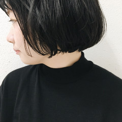 ショート アッシュ 暗髪 切りっぱなし ヘアスタイルや髪型の写真・画像