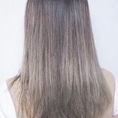 グレージュ ハイライト アウトドア フェミニン ヘアスタイルや髪型の写真・画像