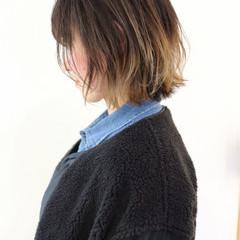 バレイヤージュ インナーカラー 外ハネ グラデーションカラー ヘアスタイルや髪型の写真・画像