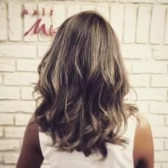 メッシュ ガーリー スモーキーアッシュ セクシー ヘアスタイルや髪型の写真・画像